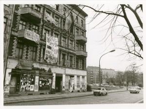 Das erste besetzte Haus Schoenhauser Allee 20, Februar 1990