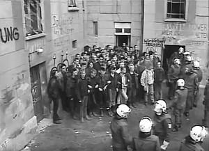 Foto: Gefangene auf dem Hof der Mainzer 4 (Tuntentower).