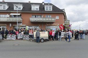 Das Werderaner Bündnis KURAGE organisierte am 18. April 2015 eine Kundgebung gegen einen Aufmarsch der Nazipartei lll. Weg, Foto: AG TusT/telegraph