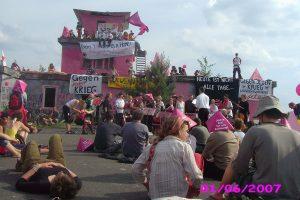 Sommeraktionstage 2007: Aktivist_innen betreten massenhaft das Bombodrom und errichten ein Aktionscamp