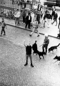 April 1990: Nazi-Hools greifen das besetzte Haus Schönhauser Allee 20/21 an